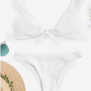 Helt oanvänd bikini! Beställde fel storlek så de är skälet till att säljer jag denna. Passar som både Xs & S. Prislapp finns kvar på! Ord pris 349kr