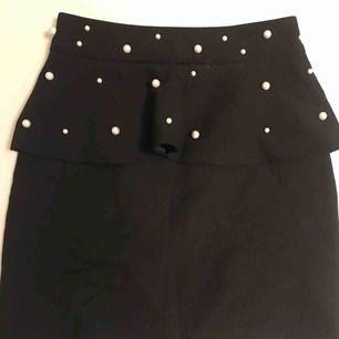 Kjol ifrån Zara med pärlor på
