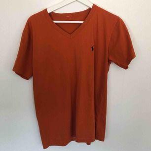 Äkta tröja från Ralp Lauren (har klippt bort lappen då den skav) köpt på en vintage/retro affär. 70kr + frakt✨