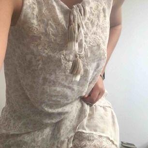 Klänning i Odd Molly stil köpt i USA. Passar abslout XS och M sitter bara lite olika:)