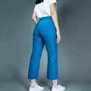 Vintage 90s Y2K Peak Performance blue cotton mix capri pants SIZE Label: M, fits best M (loose S) Model: 173/S (Loose on her) Measurements (flat): inseam: 65 waist: 38 Free shipping! The price is final. Read full description at our website majorunit.com