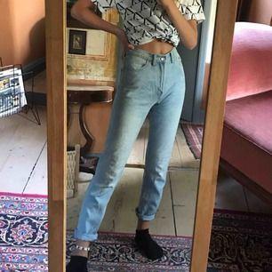 Jeans från Bikbok, nästan aldrig använda. Är i XS, men ganska stora i storlek, så passar även en S. Säljer för 200 kronor + fraktkostnad