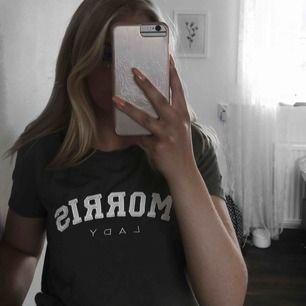 Jättefin militärgrön Morris t-shirt Använd 1 gång Nypris 700