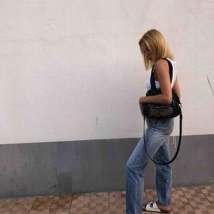 Sjuuukt fin väska från accent, köpt för 450 kr samt köpt till ett tjockare bagstrap på Åhléns för 179 kr.