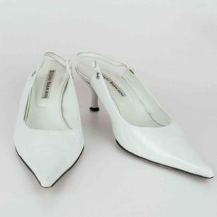 Vintage Y2K real leather kitten heels slingback pumps in white. Some flaws such as scratches/ marks SIZE Label: 38 (true to size) Model: 173/39 shoes (tight on her) Free shipping! The price is final. Read the full description at our website majorunit.com