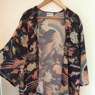 Kimono i storlek S, men funkar även som M. Frakt tillkommer.