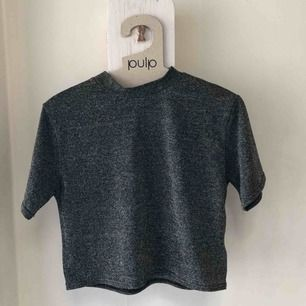 Superfin glittrig tröja från urban outfitters! Perfekt till festen✨✨
