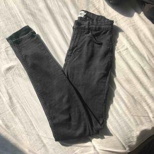 Lite stentvättade jeans från lager157. Bra skick säljs för 80kr+frakt!😊
