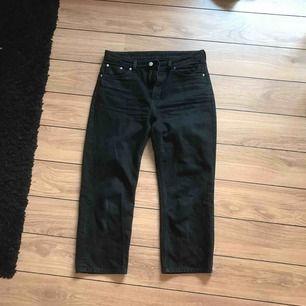 Ett par svarta jeans ifrån Weekday i gott skick.