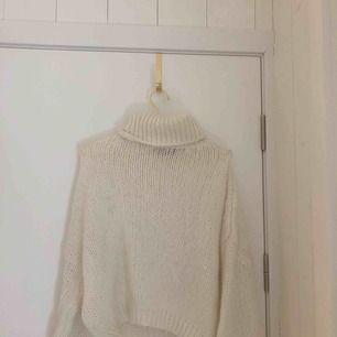 En polo stickad tröja från chiquelle. Aldrig använt storlek 34/36