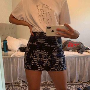 Sjuuuukt snygg kjol från mango Köparen står för frakt