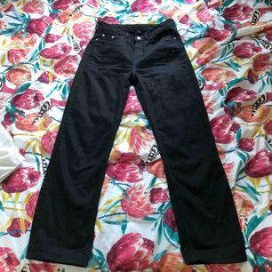 Svarta weekday voyage jeans.  Perfekt skikt, säljer för de är för små för mig :)