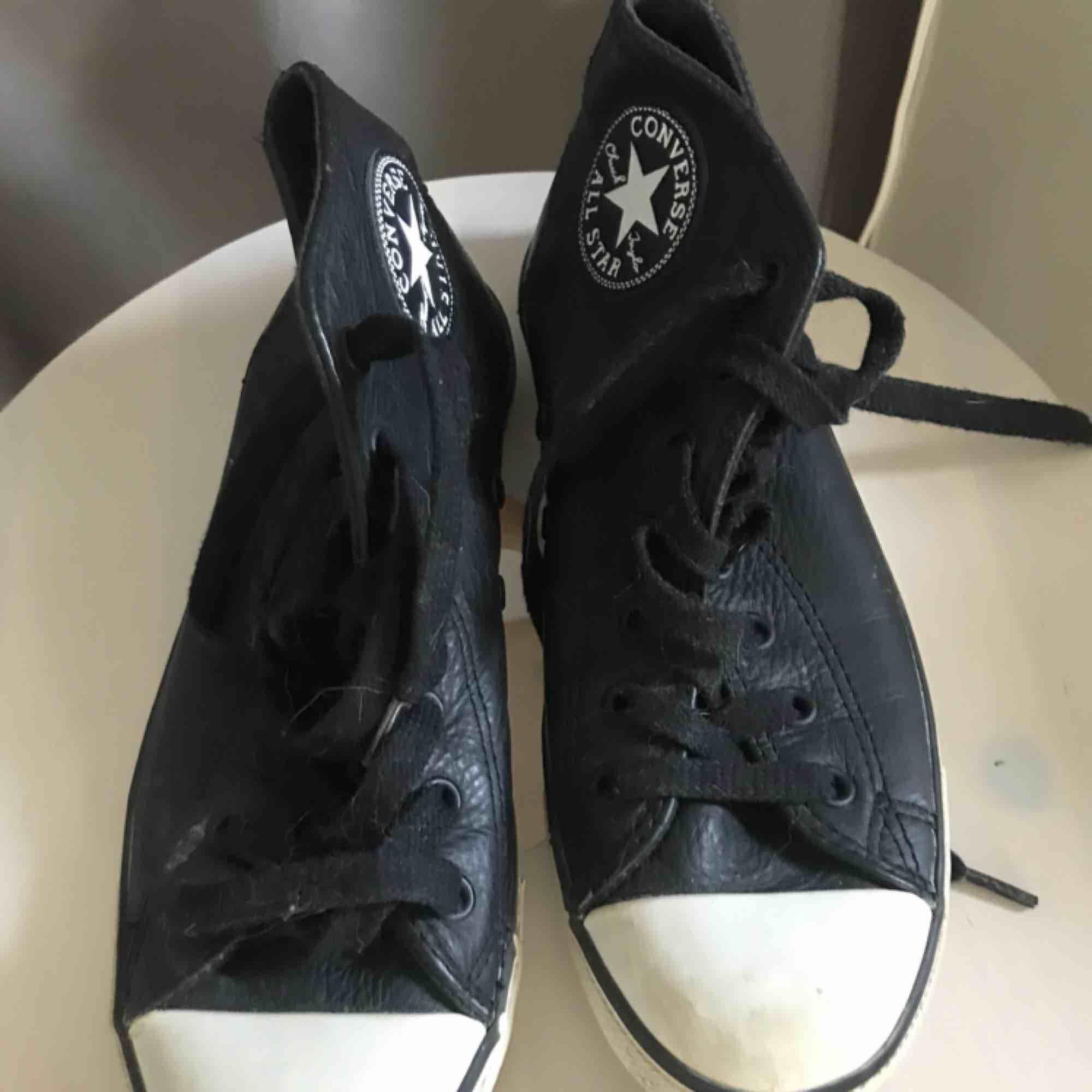 Superballa converse all star sneakers i skinn! Endast använda 2ggr. Skor.