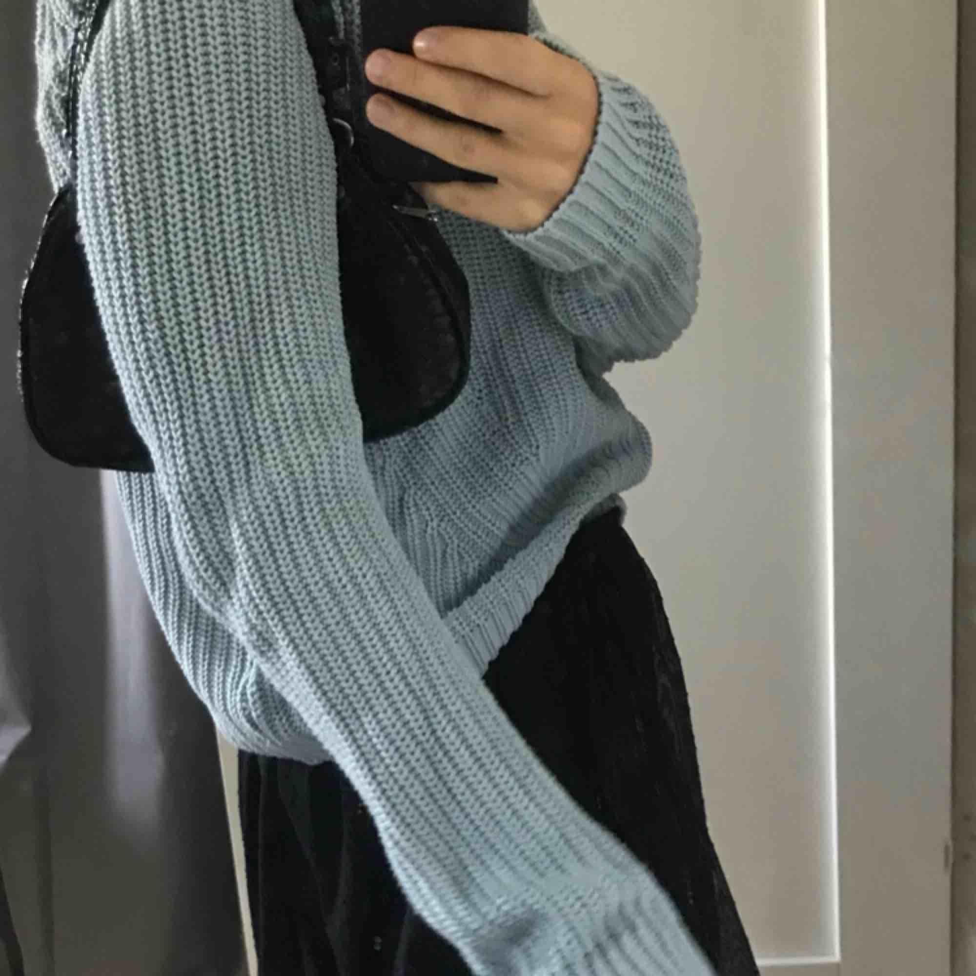 Mysig, stickad tröja i babyblå från h&m  Perfekt till hösten! . Tröjor & Koftor.