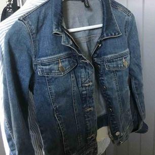 Snygg Jeansjacka i strl 34  Som ny!