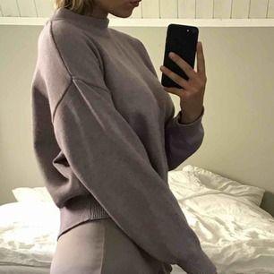 Stickad grå/lila tröja!