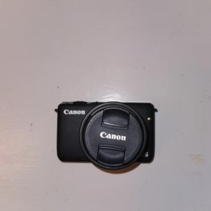 Canon eos m10! Använda ca 5 gånger så den är som ny!