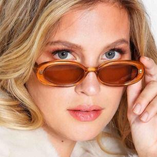 Helt nya, aldrig använda solglasögon från le specs! Köpta för 550kr!