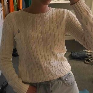 Jättefiin kavelstickad RL tröja! Jag har bytt stil vilket gör att denna inte kommer till användning.. Skulle säga att tröjan är en liten small så den passar för er med XS också! ❌Frakten är inräknad, fraktar endast❌