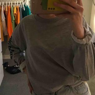 Sjukt fin tröja från Lager 157, kommer tyvärr inte till användning utan ligger bara och skräpar i garderoben. Skulle även säga att tröjan passar en small för den är ganska stor i storleken. ❌Frakten är inräknad i priset, fraktar endast❌
