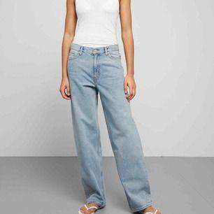 Säljer ett par weekday Rail jeans i färgen Miami blue. Endast använda ett fåtal gånger så därför i mycket bra skick.