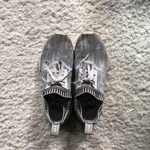 Adidas NMD som jag köpte i London för ett tag sen, dom är väl använda men fortfarande supersköna.