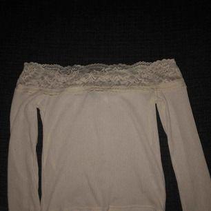 tröja från hm köpt för 149 kr och är endast testat då det inte riktigt är min stil längre