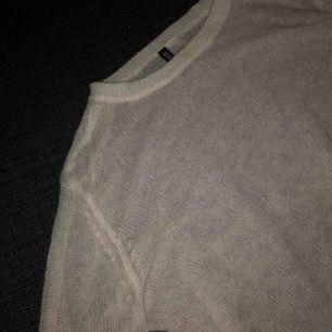 Tunn vit stickad tröja från hm, använd 1 gång