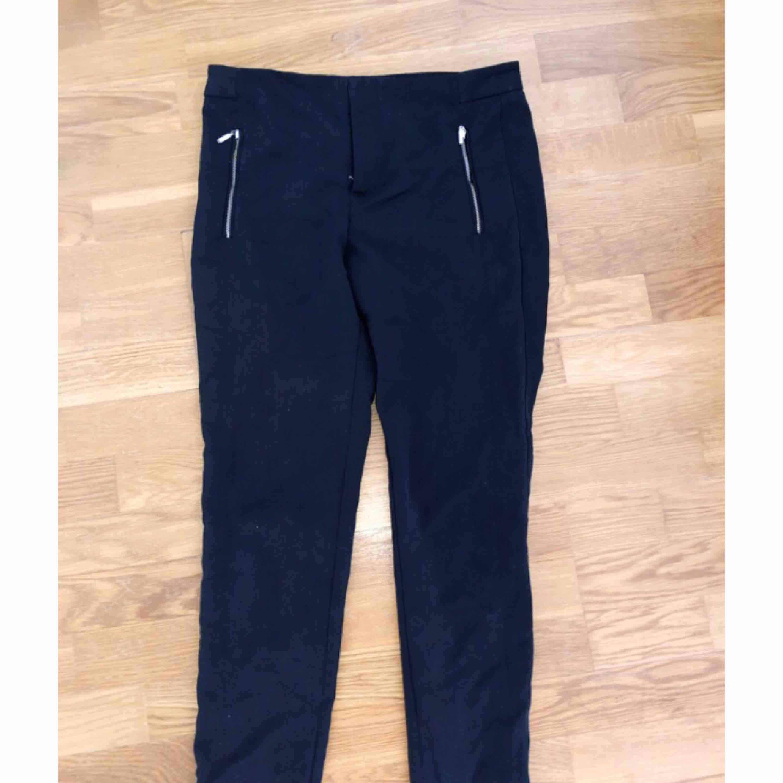 Chinos/byxor ifrån Zara. Fint skick.. Jeans & Byxor.