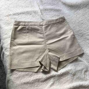 Beige shorts.  Har haft de många gånger.  Pris kan förhandlas.