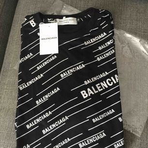 Ny Balenciaga AAAA+++kopia Strl XL men mer som stor medium eller lite large