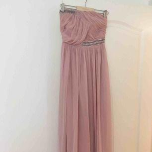 Långklänning, rosa, använd en gång. Perfekt för bal och bröllop. Kan frakta eller mötas upp i Malmö/Lund.