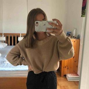 Beige stickad tröja från Gina Tricot. Strl M men passar bra på mig som vanligtvis har strl S