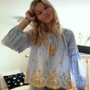 Från Zara i barcelona :) använd max 3 gånger men tyvärr inte min stil 🌸🌸 BJUDER PÅ FRAKT VID SNABB AFFÄR