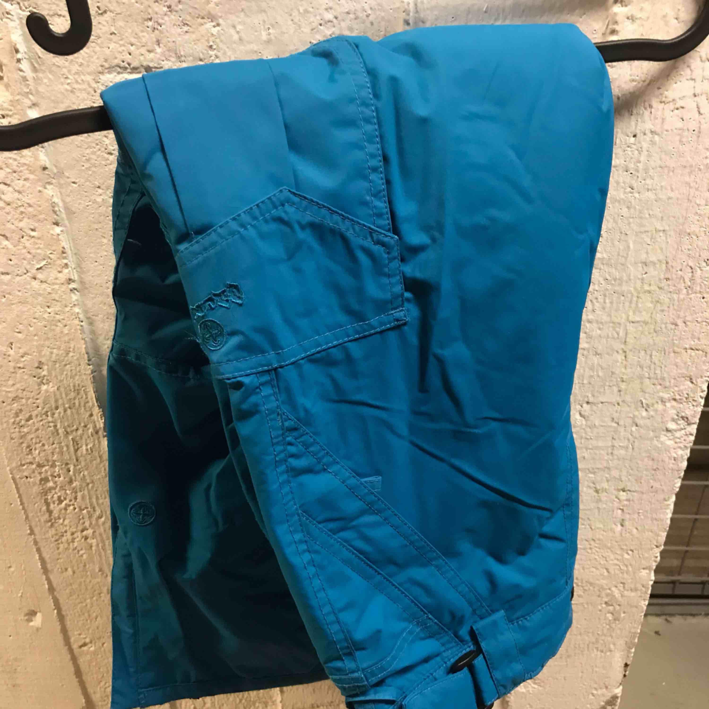 Skidbyxor jätte sköna och snygga! Varma inga fel på dom med! . Jeans & Byxor.