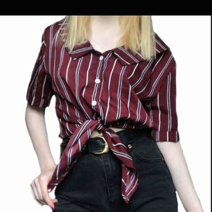 Ascool retro-skjorta från Zaful. Helt oanvänd och är därför i princip ny. Säljer pga kommer inte till användning. Denna skjorta får du för 99kr, frakt tillkommer. Betalas med swish💕☀️ //R