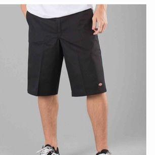 """nya dickies shorts som jag är för liten för, midjan tvärs över är 51 cm. de är i en """"herr"""" passform men funkar på alla! frakt är redan inräknat och originalpriset var 500kr"""