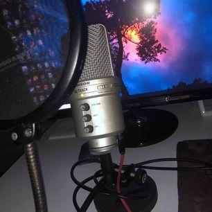 Säljer nu min Samson mic med filter, allt funkar som den ska. Köparen står för frakt annars möts upp i Göteborg