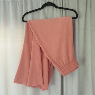 VÄRLDENS skönaste byxor. Ball rosa färg! Frakt på 45kr tillkommer