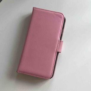 Fodral med korthållare till iPhone 7.  Frakt: 20kr.