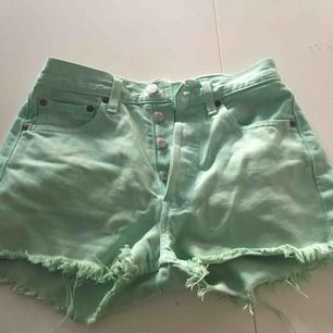 Vintage Levis shorts som passar storlek XS  Möts helst upp