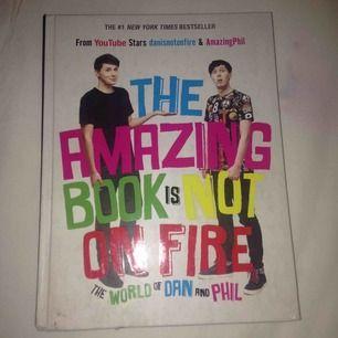 Om d finns ngt phan där ute som ännu nt fått tag i deras bok så säljer jag denna billigt!!!! Helt i nyskick, inte ens läst haha. Söker nytt hem så köp <3