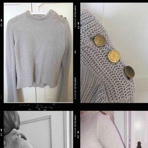 Äkta hunkydory tröja med flare armar Storlek Small Nypris 1499kr Fint skick!! Inköp på mathilde i PK huset (NK)