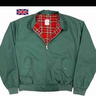 Två Harrington jackor, en svart och en grön. Inga fel förutom att jag tog i fel storlek för mig själv.  Ca storlek M-L.  Köp 250kr/st eller 400kr för båda. Köparen står för frakt och betalning sker via swish.
