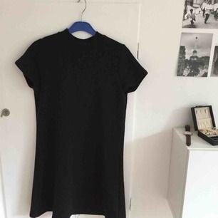 Svart sweatshirt-klänning, endast använde ett fåtal gånger! Frakt inräknat i priset!🍸