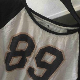 Baseball tröja från Junkyard, stl S! Köparen står för ev. Frakt och betalning sker via swish!