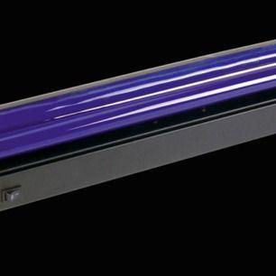 Säljer denna uv lampa har använt en gång inga skador så gott som ny!! Kommer från teknikmagasinet! Mått 620x100x40 mm