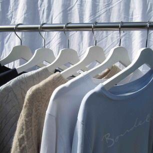 Stickad tröja i färgen bege💞Köparen står för frakt, ordinarie pris gäller:/