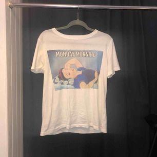 Tröja från Pull and Bears Disney Collection. Köpt i Barcelona för 199kr och endast använd 2 gånger! Frakten ingår!