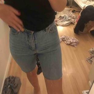 Cykelbyxor i jeans! Galet snygga till festival eller nerklädda till vardags<3 bra skick💞🥰